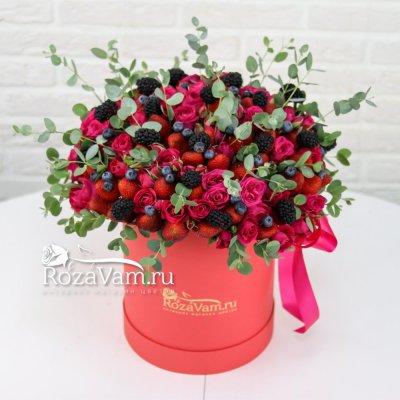 Клубничная коробка с цветами