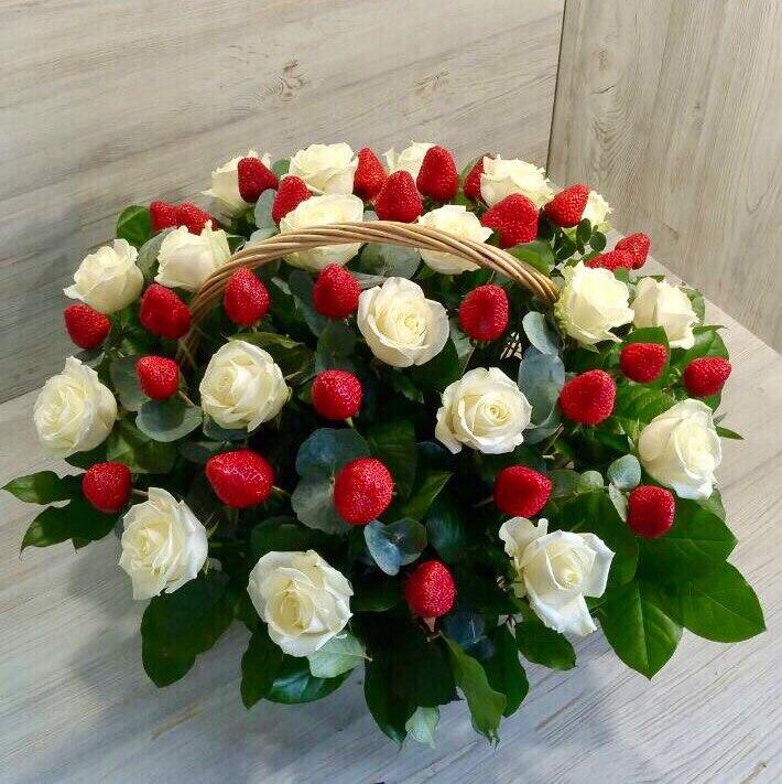 Заказ цветов с доставкой в москве корзина подарок на 30 летие мужчине 10 тысяч