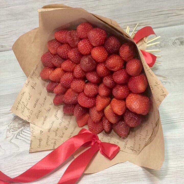 Купить букет из клубники в москве