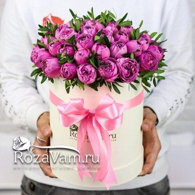 коробка из пионовидных кустовых роз ( М )