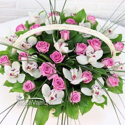 Корзина из  роз с орхидеями