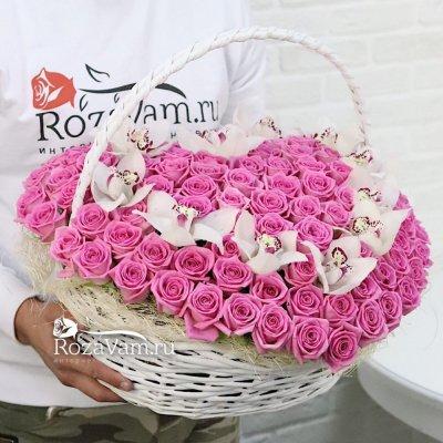 Сердце из 101 розы с орхидеей