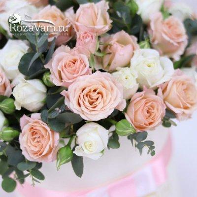 Шляпная коробочка из кустовых роз
