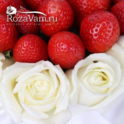 Клубничная  коробочка с розами
