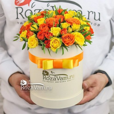 Коробочка из 19 кустовых роз микс