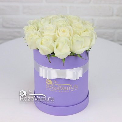 Коробочка из 19  белых роз
