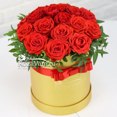 шляпная коробка с розами 19 шт