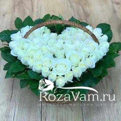 Сердце из 51 белой розы