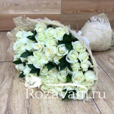 Букет из 51 розы (70 см) + зелень