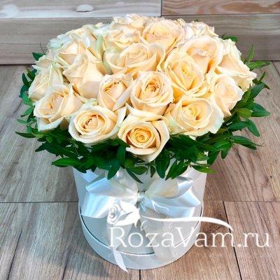 Шляпная коробочка из 29 роз