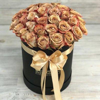 Шляпная коробочка из 39 роз