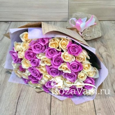 Букет из 51 крем-розовой розы (50 см)
