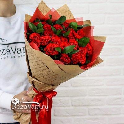 Букет из 29 алых роз  + зелень